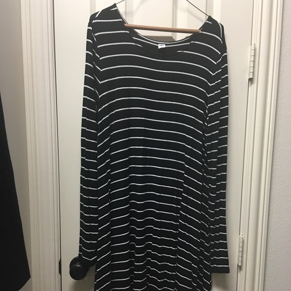 Old Navy Dresses & Skirts - Old Navy L/S swing dress